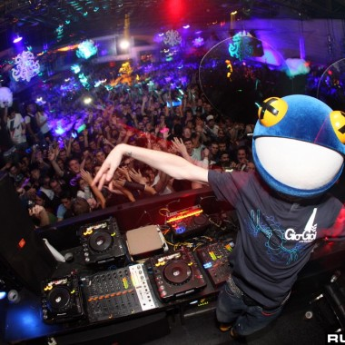 International DJ Review – Deadmau5